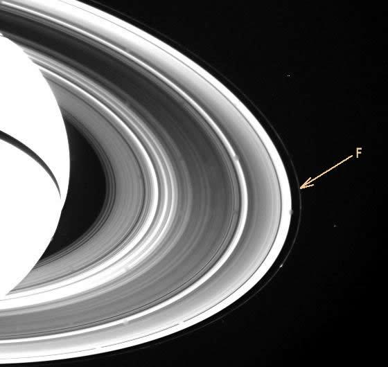 Image Voyager montrant l'anneau F de Saturne, à l'extérieur des anneaux C, B et A