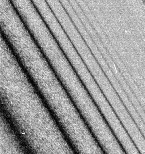 Vue de détail de l'anneau A de Saturne (image Cassini)