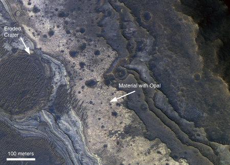 Mars: gros plan sur des niveaux sédimentaires stratifiés internes à Valles Marineris