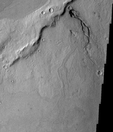 Mars: tubes de lave et coulée avec levées