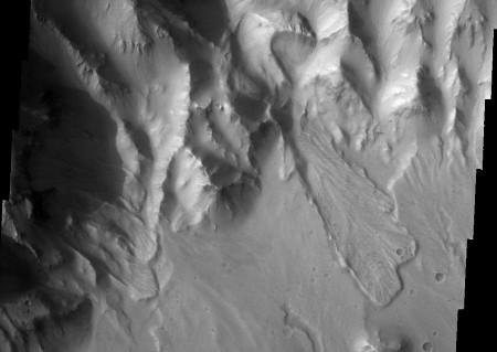 Mars: glissement de terrain sur les flancs du cratère Orson Welles
