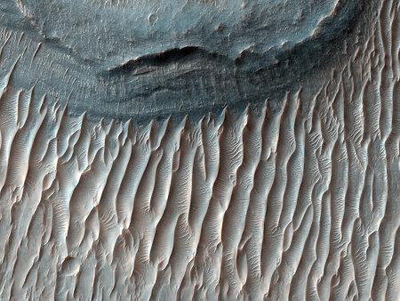 Mars: champ de dunes au fond de Ius Chasma à l'Ouest de Valles Marineris