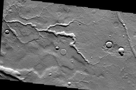 Mars: réseau fluviatile encaissé complexe dans la région de Tempe Fossae, avec nombreux affluents, sous-affluents…