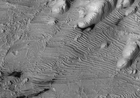 Mars: empilement stratifié affecté par de nombreuses petites failles