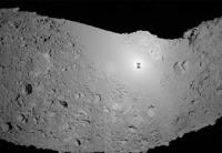 Ombre de la sonde Hayabusa sur l'astéroïde Itokawa