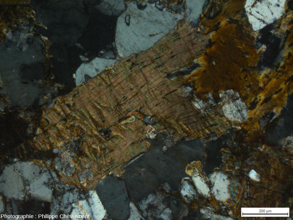 Éléments de déformation planaire et kink bands dans une lamelle de biotite - LPA