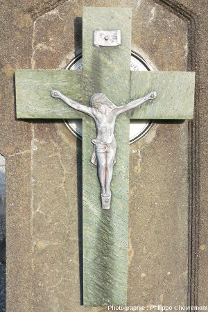 Crucifix en serpentinite de Merlis