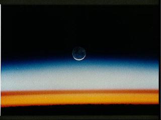 Photographie prise le 11/01/92 au matin (5,5°S 29,5°E), le Soleil n'ayant pas encore surgi à l'horizon.