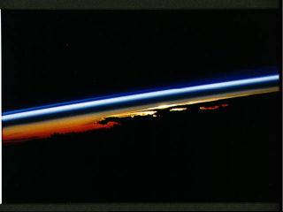Photographie prise le 20/09/92 au dessus du SW Pacifique (15,5°S, 158,5°E).