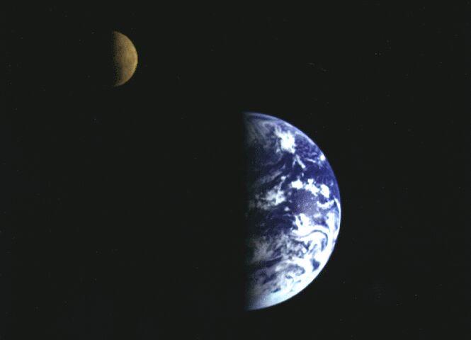 Image acquise par la sonde Gallileo après son passage proche de la Terre
