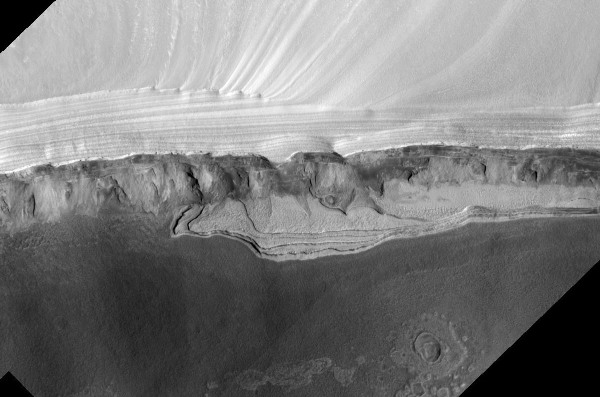 Un escarpement de la calotte résiduelle Nord de Mars