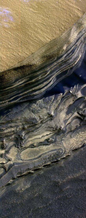 Image fausses couleurs montrant la complexité des escarpements de la calotte Nord de Mars