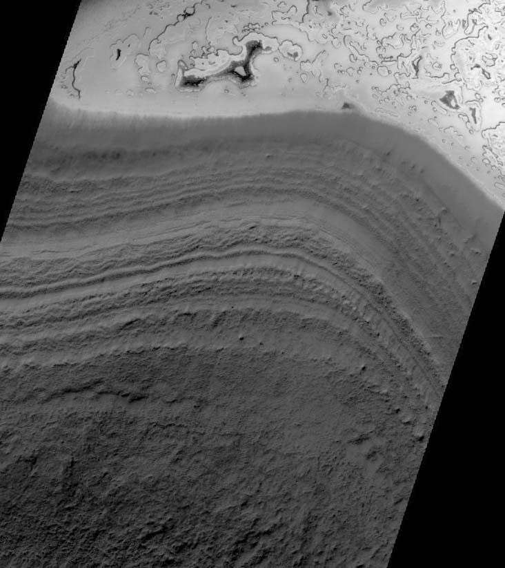 Coupe du substratum de la calotte résiduelle Sud de Mars: 10 m de glace de CO2