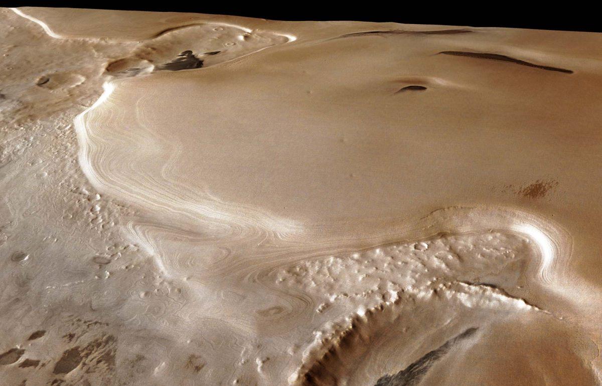 Vue Mars Express du rebord externe du plateau constitué de terrains polaires lités Sud