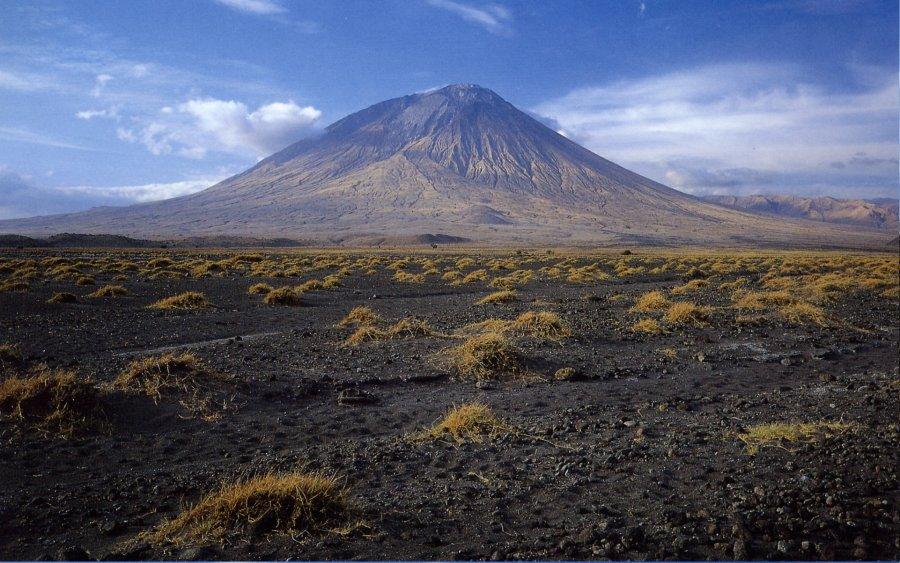 Vue générale de l'Oldoinyo Lengaï, en Tanzanie