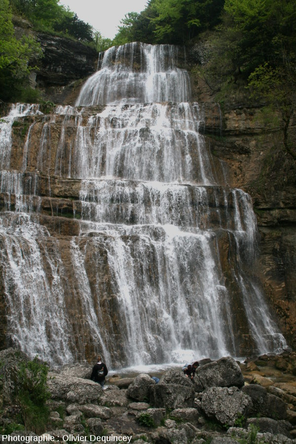 Au pied de la cascade de l'Éventail, l'une des cascades du Hérisson (Jura)