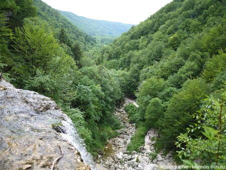 Vue sur le Hérisson (Jura), depuis le haut de la cascade dite de l'Éventail