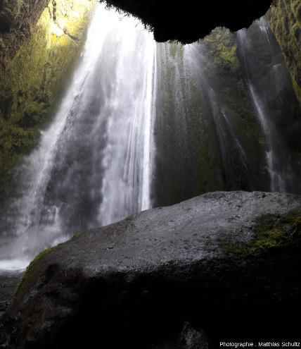 La petite chute secondaire de Gljúfrabúi, à l'Ouest de Seljalandsfoss, Sud de l'Islande