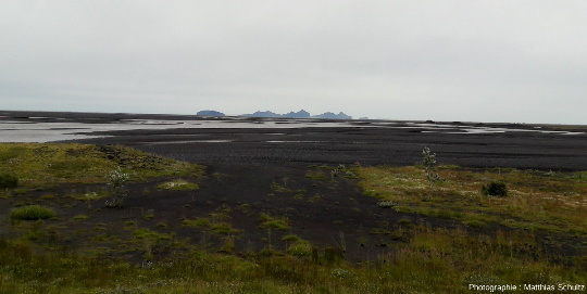Le Skogasandur, vaste plaine d'épandage littorale volcano-glacio-fluviatile du Sud de l'Islande