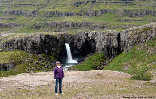 Un exemple parmi tant d'autres de cascades dans les fjords de l'Est de l'Islande