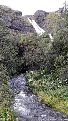 Systrafoss, une petite cascade double à Klaustur, au Sud de l'Islande