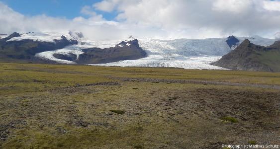 Autres langues glaciaires issues de la calotte du Vatnajökull atteignant l'immense Skeiðarásandur au Sud-Est de l'Islande