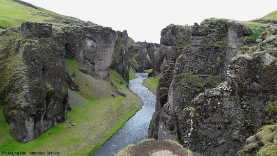 Sortie du canyon de Fjaðrárgljúfur, près de Klaustur dans le Sud de l'Islande