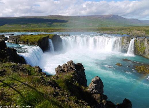 Goðafoss, la «chute des dieux», proche de la route circulaire dans le Nord de l'Islande