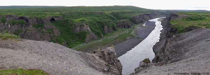 Le cours de la Jökulsá á Fjöllum, dans le canyon Jökulsárgljúfur en aval de Dettifoss et à l'Est d'Ásbyrgi, Islande
