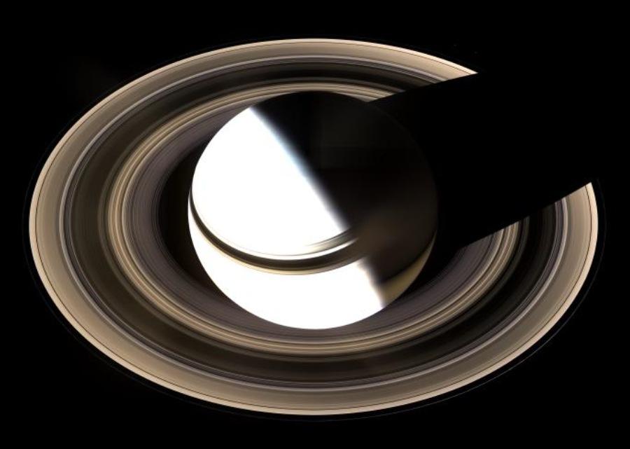 Vue générale de Saturne et de ses anneaux, par le dessous du plan de l'écliptique