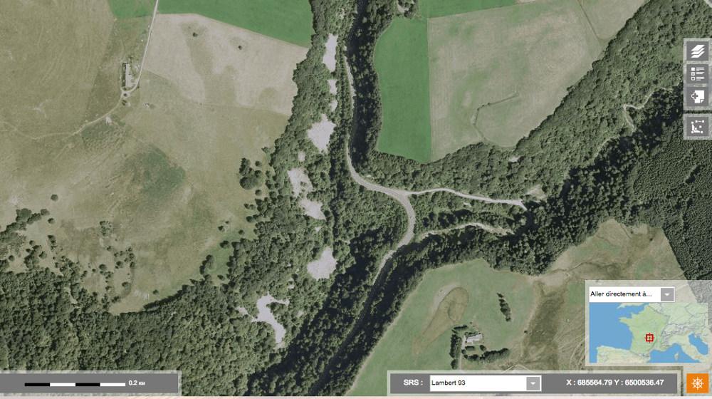 Vue aérienne de quelques chirats des Monts-Dore, ici à 500m au sud du Lac de Guéry (Puy-de-Dôme)