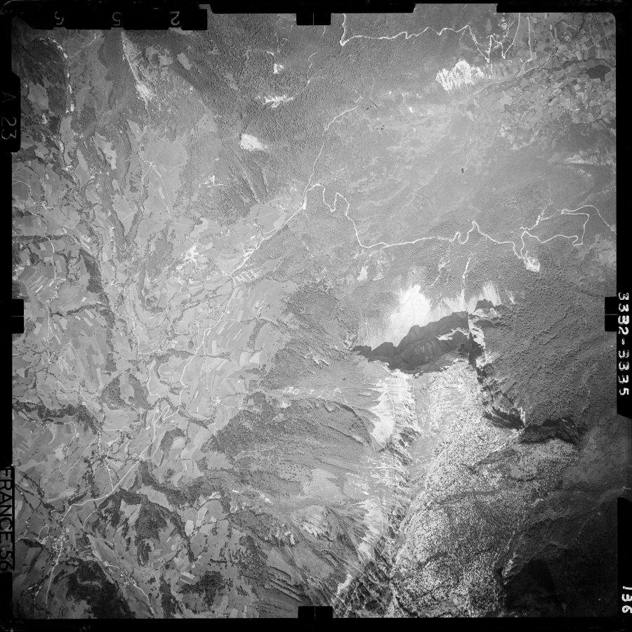 Photographie aérienne du secteur du Mont Granier prise en 1956, 3 ans après l'éboulement de 1953
