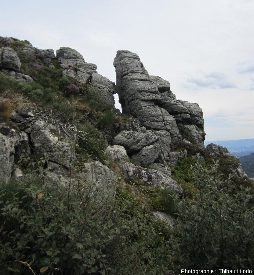 Des chirats avec traces de cryoclastie en surface