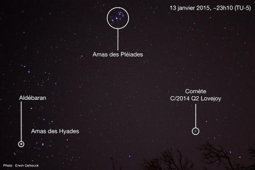 La comète C/2014 Q2 Lovejoy (en bas à droite), le soir du 13 janvier 2015, dans la constellation du Taureau