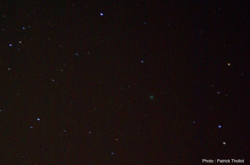 Zoom sur la comète C/2014 Q2 Lovejoy, le soir du 12 janvier 2015, dans la constellation du Taureau
