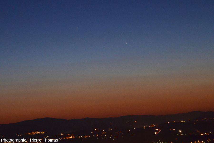 La comète Panstarrs vue depuis les Monts d'or Lyonnais au-dessus de Limonest (banlieue lyonnaise), 15 mars 2013 vers 19h40