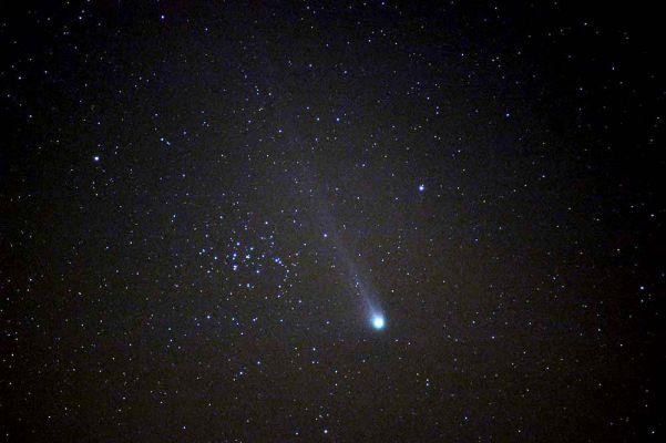 La comète Neat photographiée dans la région lyonnaise en mai 2004