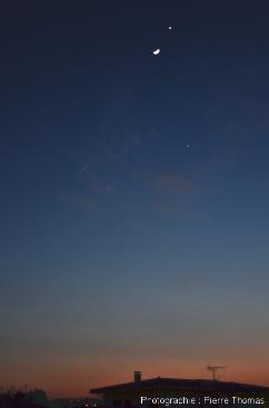 La triple conjonction Vénus-Jupiter-Lune prise de Lyon le 26 mars 2012