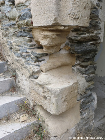 Pilier d'un porche du Fort du Moulin à l'Ouest de l'île de Port-Cros, Var
