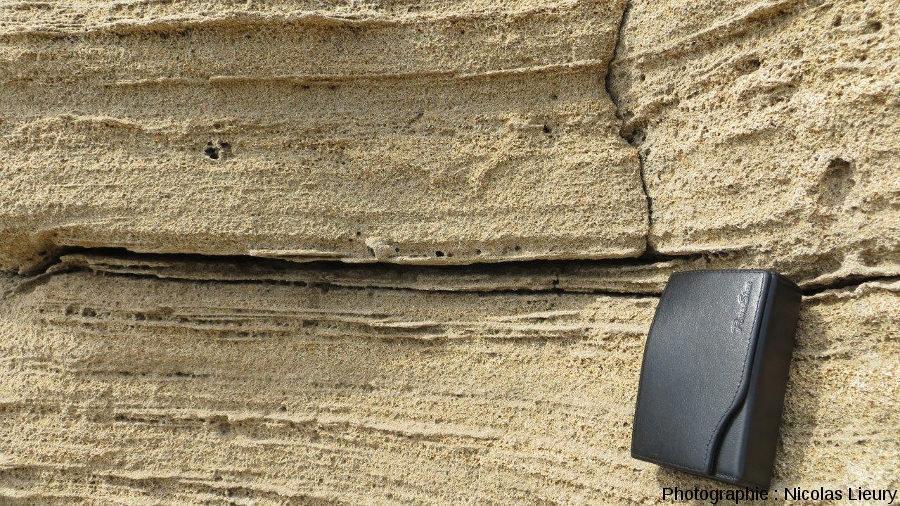 Stratification oblique finement litée caractéristique d'un dépôt éolien dunaire, Pointe du Tuf, Sud-est de l'île de Port-Cros, Var