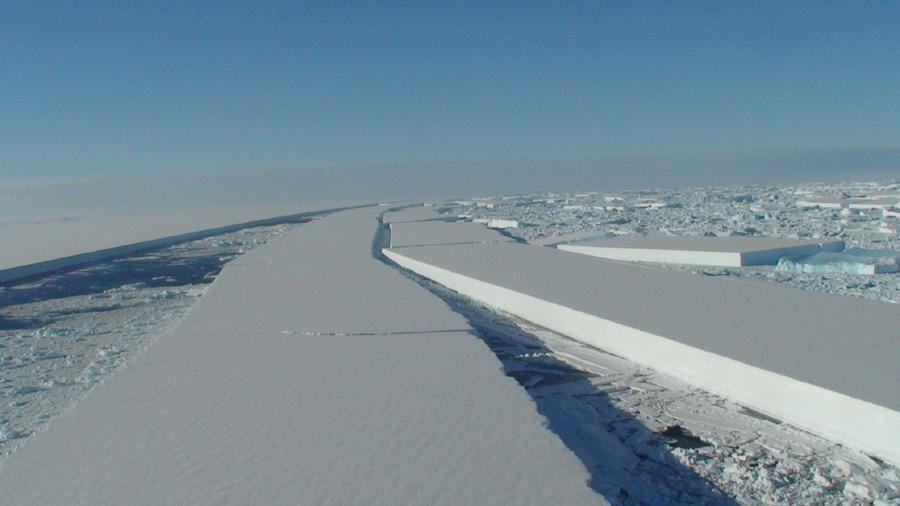 Plate-forme Wilkins (Antarctique): image aérienne prise à basse altitude de la dislocation partielle de mars 2008