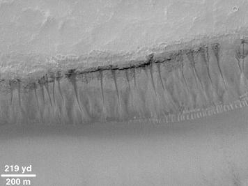 Vue de détail de la falaise du vieux cratère martien