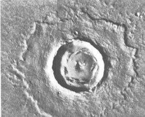 Cratère de 13 km de diamètre situé dans Chryse Planitia [106A61,62]