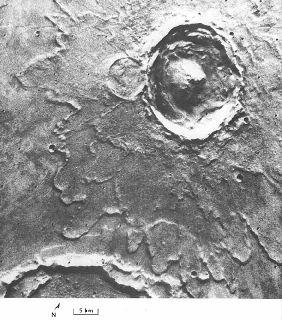 Cratère de Yuti entouré de plusieurs couches d'éjectas lobés [3A07; 22°N, 34°W]