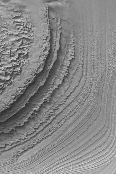 Dépôts stratifiés au sud du cratère de Galle (52.3°S, 30.1°W)