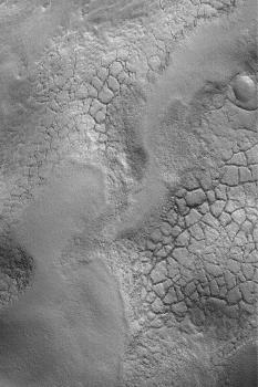 Sol polygonal observé sur Mars en octobre 2003 par la caméra MOC 54.6°N, 326.6°W