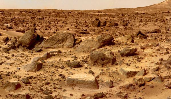 Le site d'atterrissage du robot Pathfinder, jonché de gros blocs inclinés