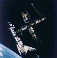 Navette Atlantis et station Mir dans la thermosphère
