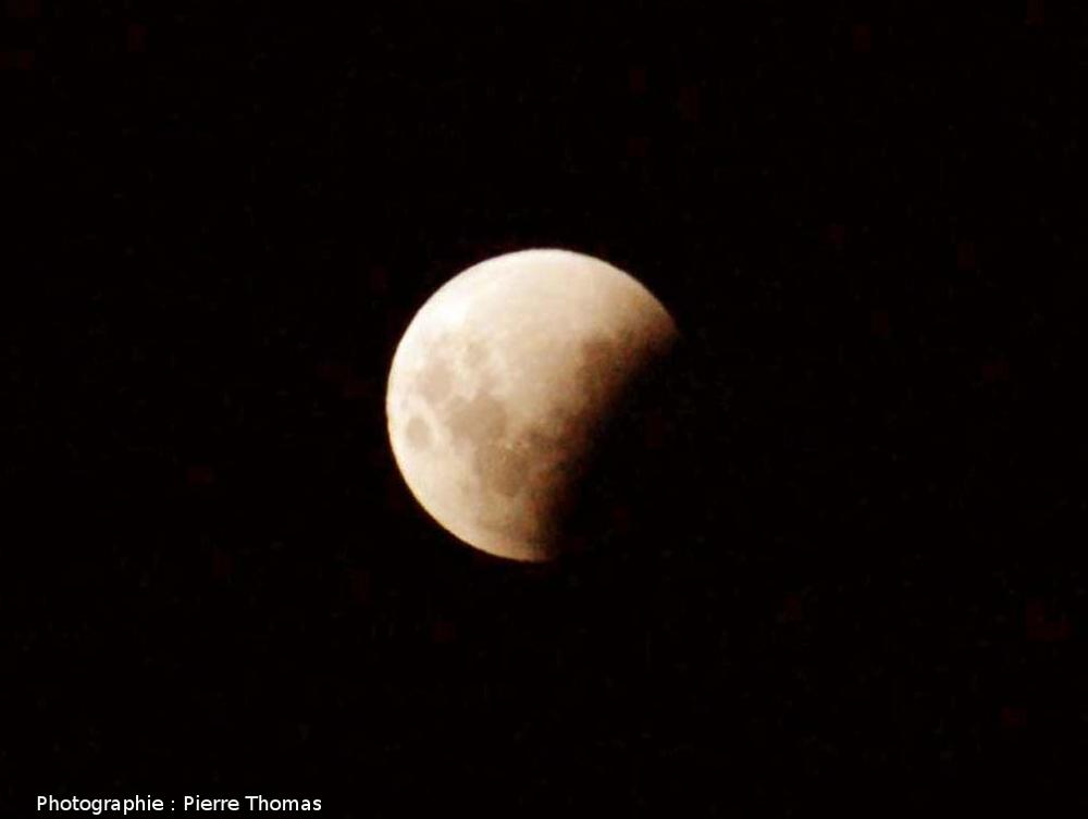 La Lune éclipsée au tiers et photographiée avec un simple téléobjectif de 200mm