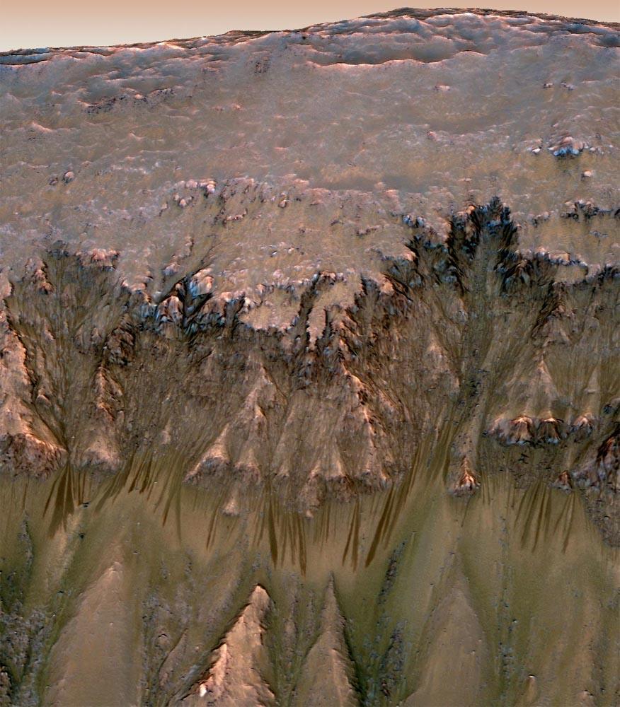 Vue estivale d'un flanc du cratère Newton (41,6 ° lat. Sud, 202,3 long.), Mars
